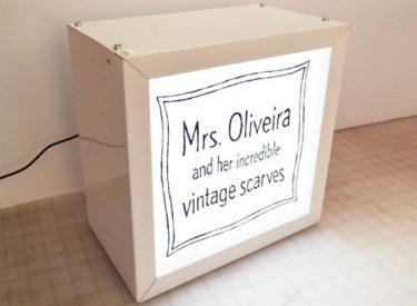 Mrs-Oliveira-light-box
